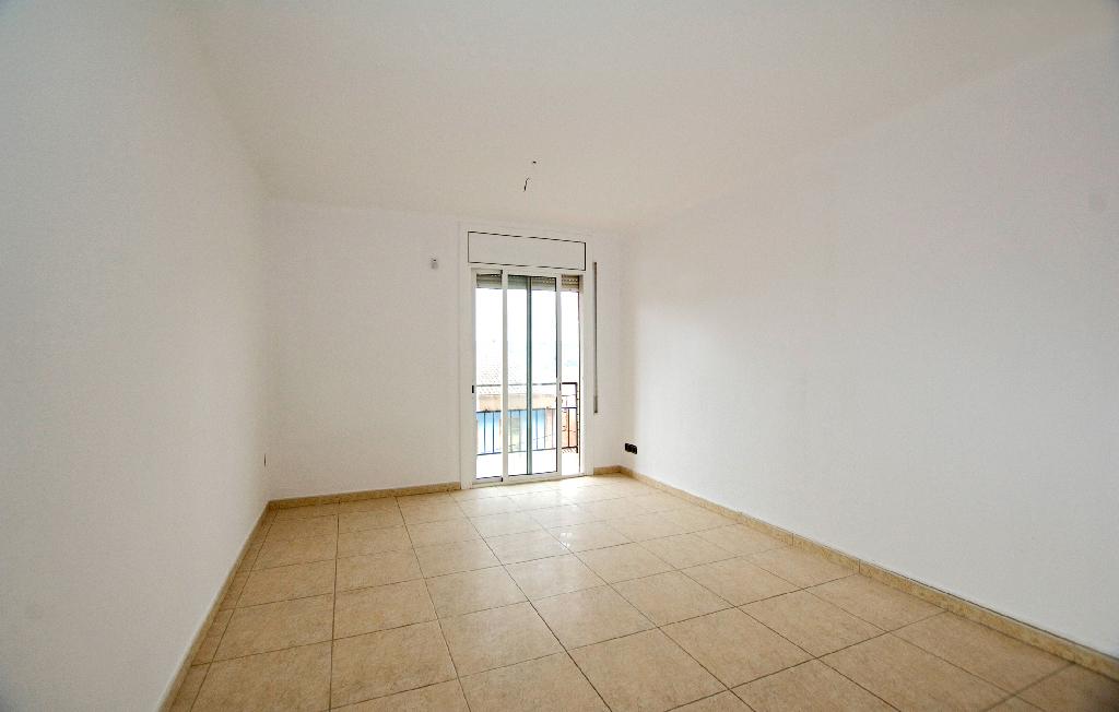 Piso en venta en Navarcles, Barcelona, Calle Creueta, 81.000 €, 4 habitaciones, 1 baño, 89 m2