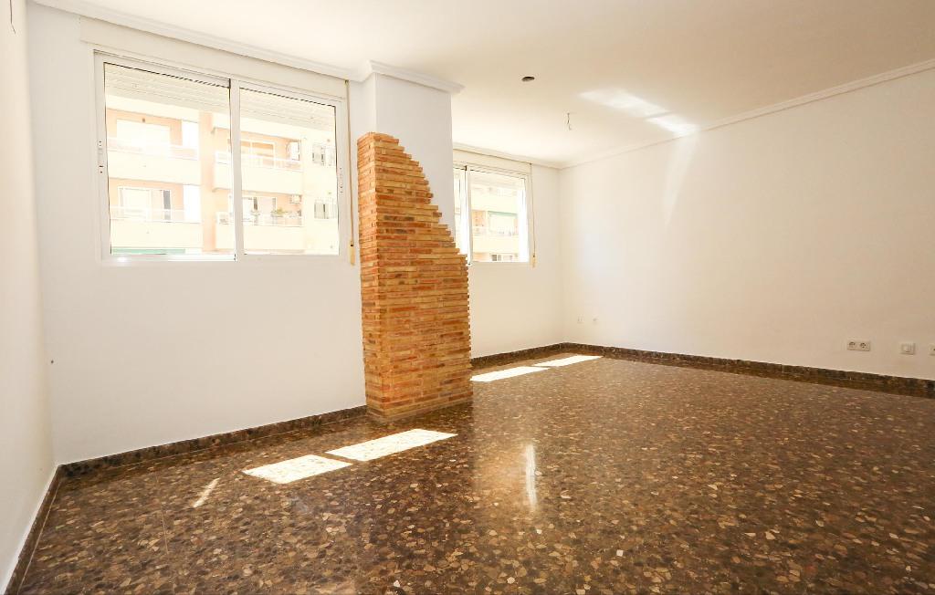 Piso en venta en Burjassot, Valencia, Calle L` Eixereta, 122.900 €, 3 habitaciones, 1 baño, 112 m2