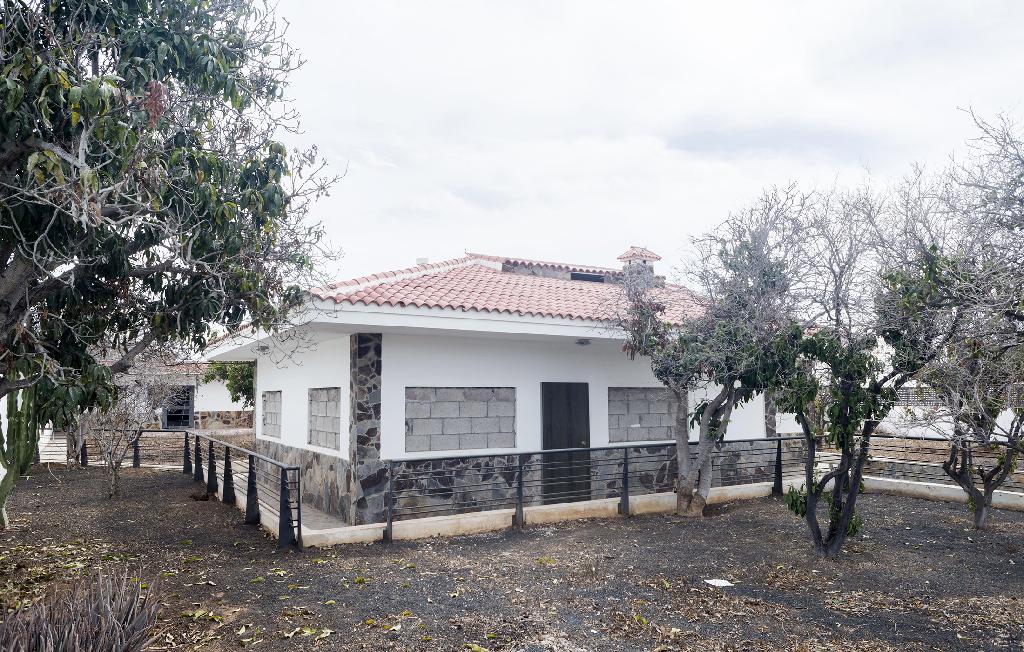 Casa en venta en Arona, Santa Cruz de Tenerife, Carretera General Tf-66, 153.000 €, 2 habitaciones, 2 baños, 286 m2