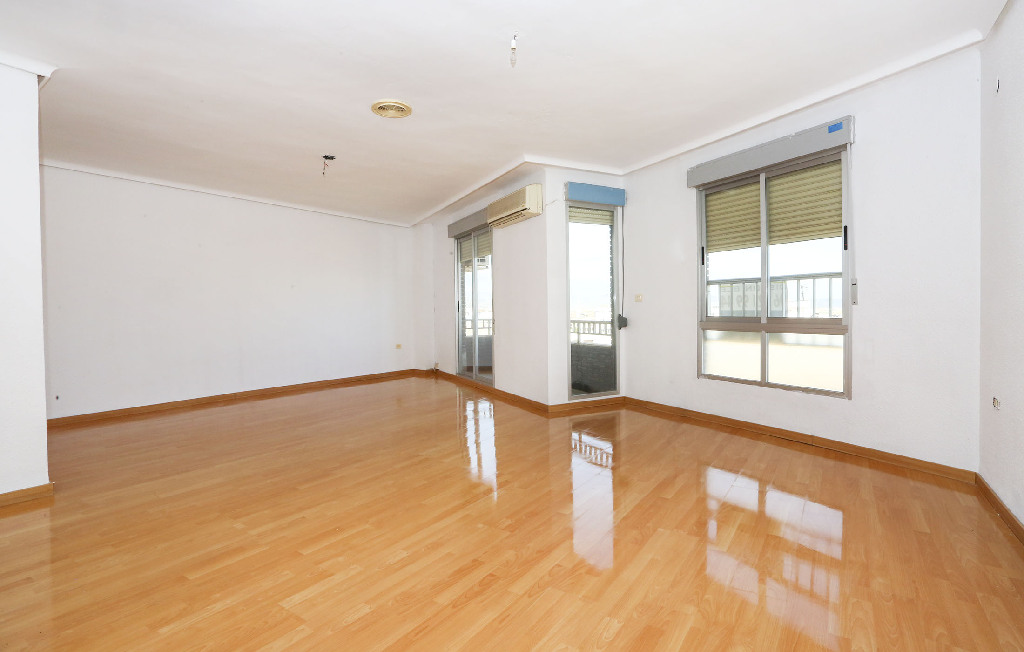 Piso en venta en Almazora/almassora, Castellón, Avenida Jose Ortiz, 87.500 €, 4 habitaciones, 1 baño, 144 m2
