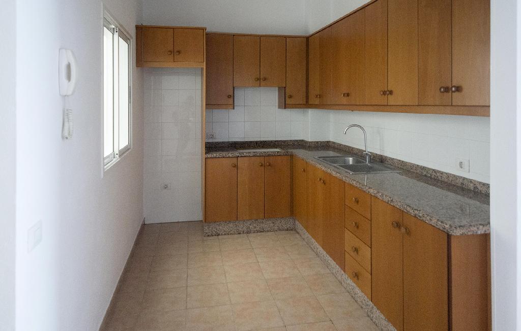 Piso en venta en La Vera, Santa Úrsula, Santa Cruz de Tenerife, Calle Alcalde Alejo Perez, 77.000 €, 2 habitaciones, 1 baño, 108 m2