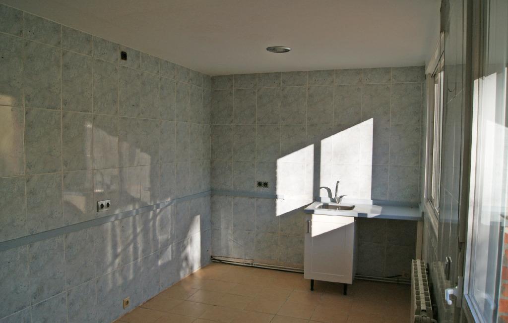 Casa en venta en Santovenia de Pisuerga, Valladolid, Calle Democracia, 90.000 €, 3 habitaciones, 2 baños, 89 m2