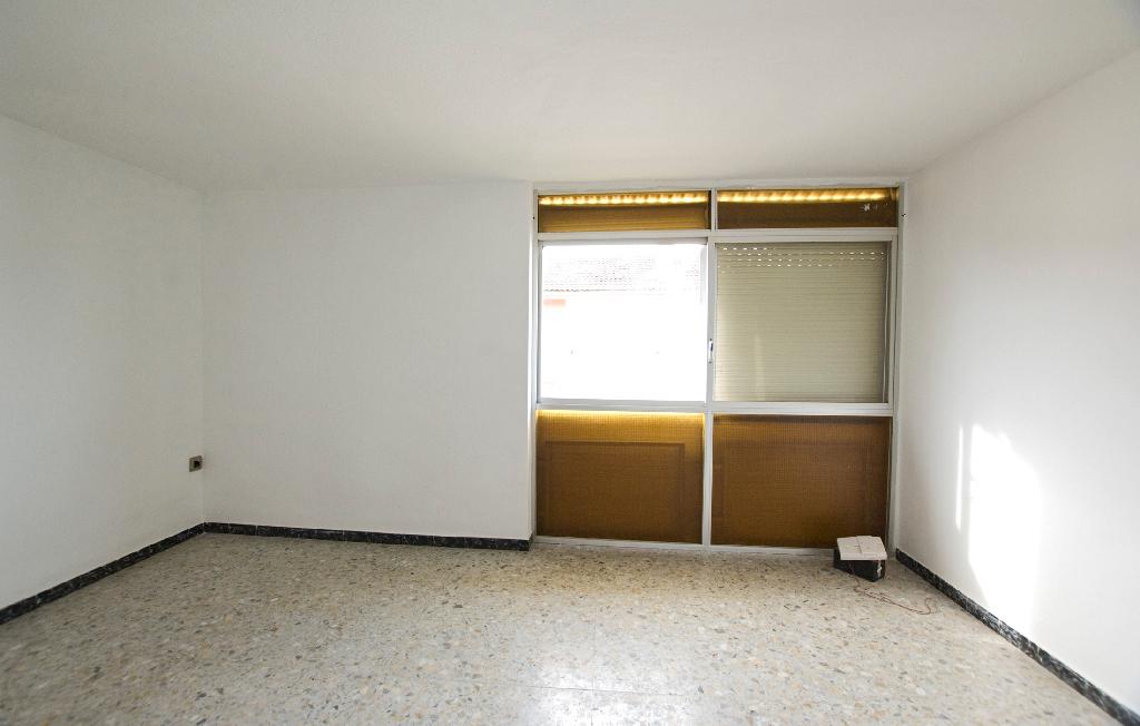 Piso en venta en Manresa, Barcelona, Calle Pare Ignasi Puig, 36.000 €, 4 habitaciones, 1 baño, 74 m2