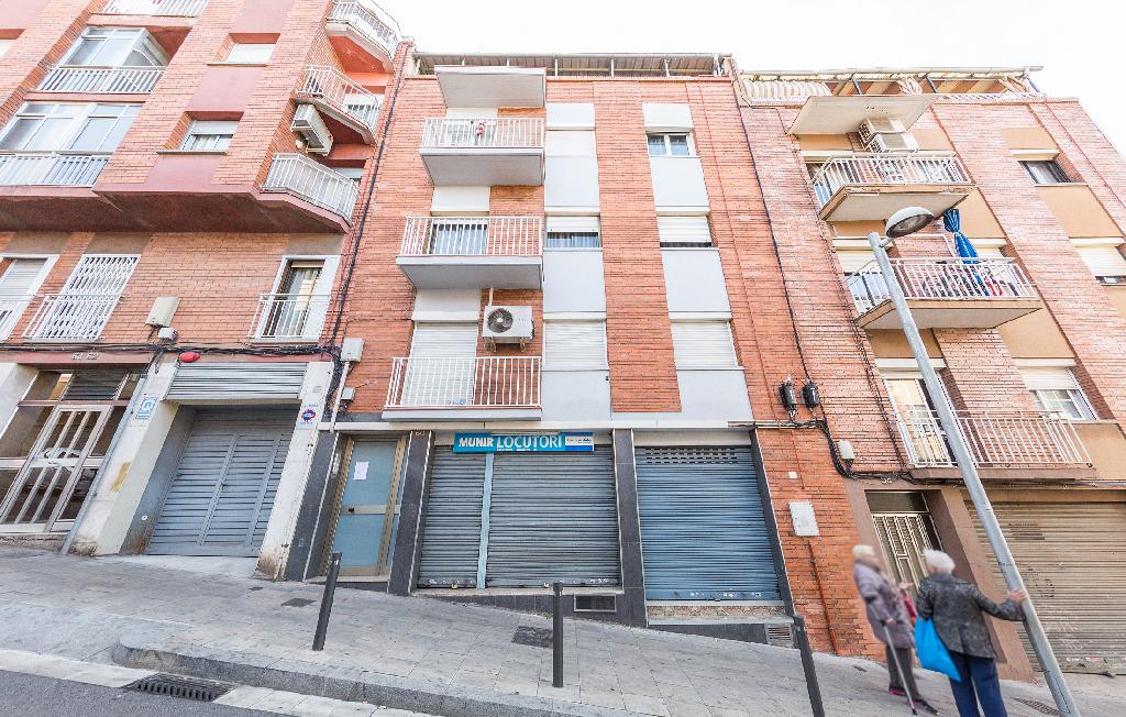 Piso en venta en Santa Coloma de Gramenet, Barcelona, Calle Sant Jordi, 52.000 €, 2 habitaciones, 1 baño, 99 m2
