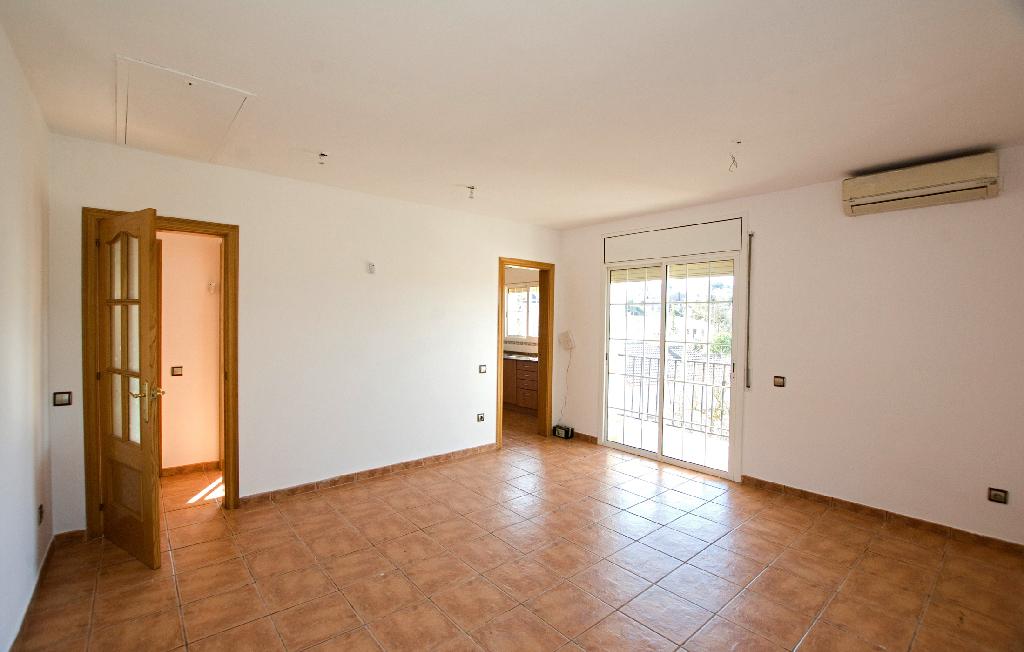 Casa en venta en El Bruc, Barcelona, Calle Pierola, 126.500 €, 3 habitaciones, 1 baño, 169 m2