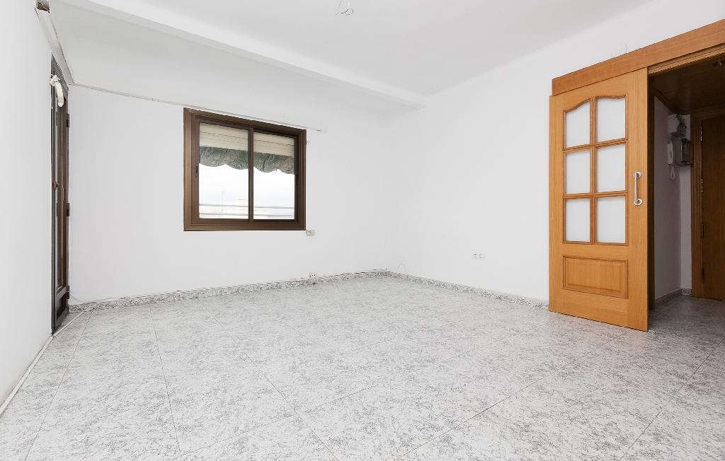 Piso en venta en Sant Joan Despí, Barcelona, Calle Vendrell, 167.500 €, 3 habitaciones, 1 baño, 84 m2