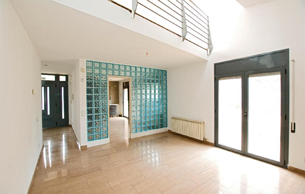 Casa en venta en Collbató, Barcelona, Calle Tarrega, 305.000 €, 2 habitaciones, 2 baños, 256 m2