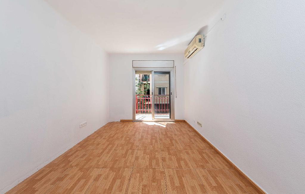Piso en venta en Santa Coloma de Gramenet, Barcelona, Calle Cultura, 118.000 €, 3 habitaciones, 1 baño, 77 m2