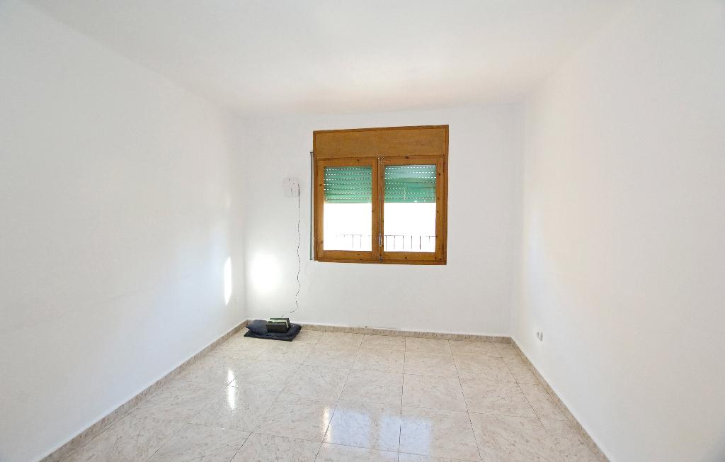 Piso en venta en Vic, Barcelona, Calle Mare de Deu del Pilar, 65.000 €, 3 habitaciones, 1 baño, 75 m2