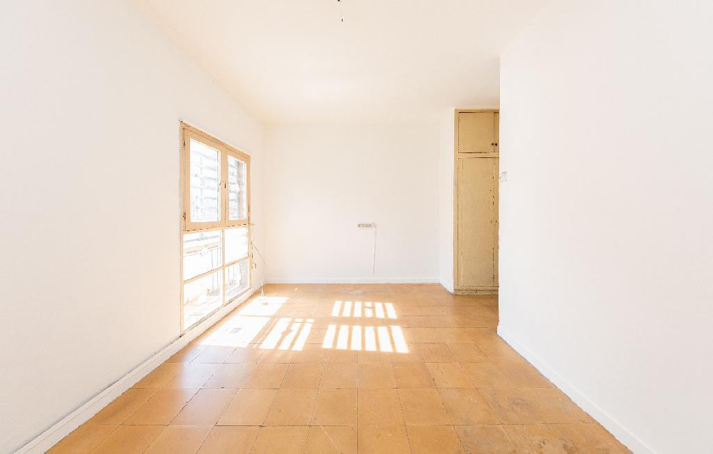 Piso en venta en Barcelona, Barcelona, Calle Luis Borrasa, 103.500 €, 3 habitaciones, 1 baño, 60 m2