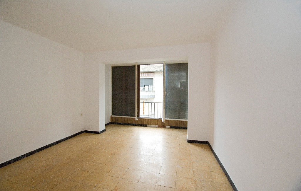 Piso en venta en Torelló, Barcelona, Calle Canigo, 74.000 €, 3 habitaciones, 1 baño, 92 m2