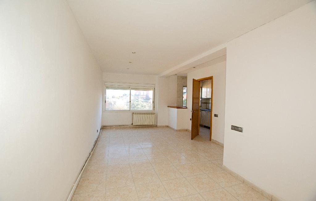 Piso en venta en Artés, Barcelona, Calle Raval, 64.000 €, 2 habitaciones, 1 baño, 105 m2