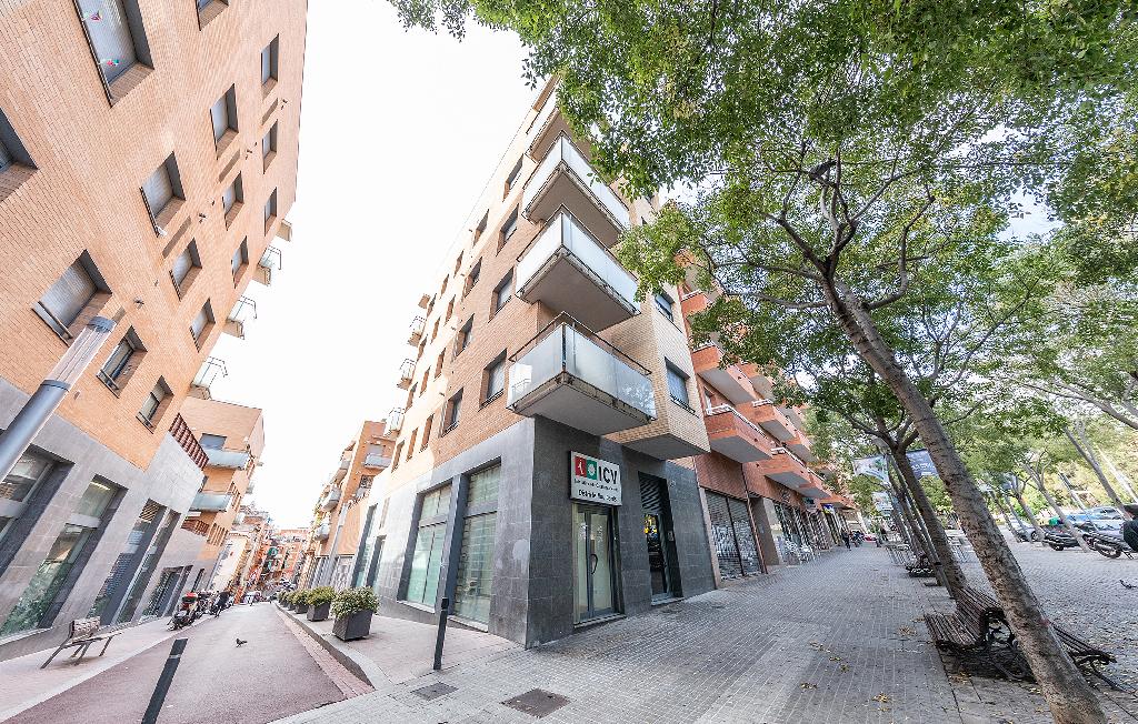 Local en venta en Nou Barris, Barcelona, Barcelona, Calle Via Favencia, 70.000 €, 107 m2