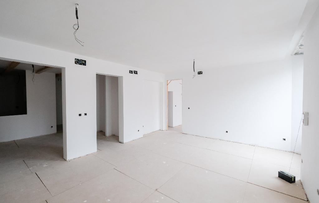 Piso en venta en Burgos, Burgos, Calle Llana de Afuera, 135.000 €, 1 habitación, 1 baño, 134 m2