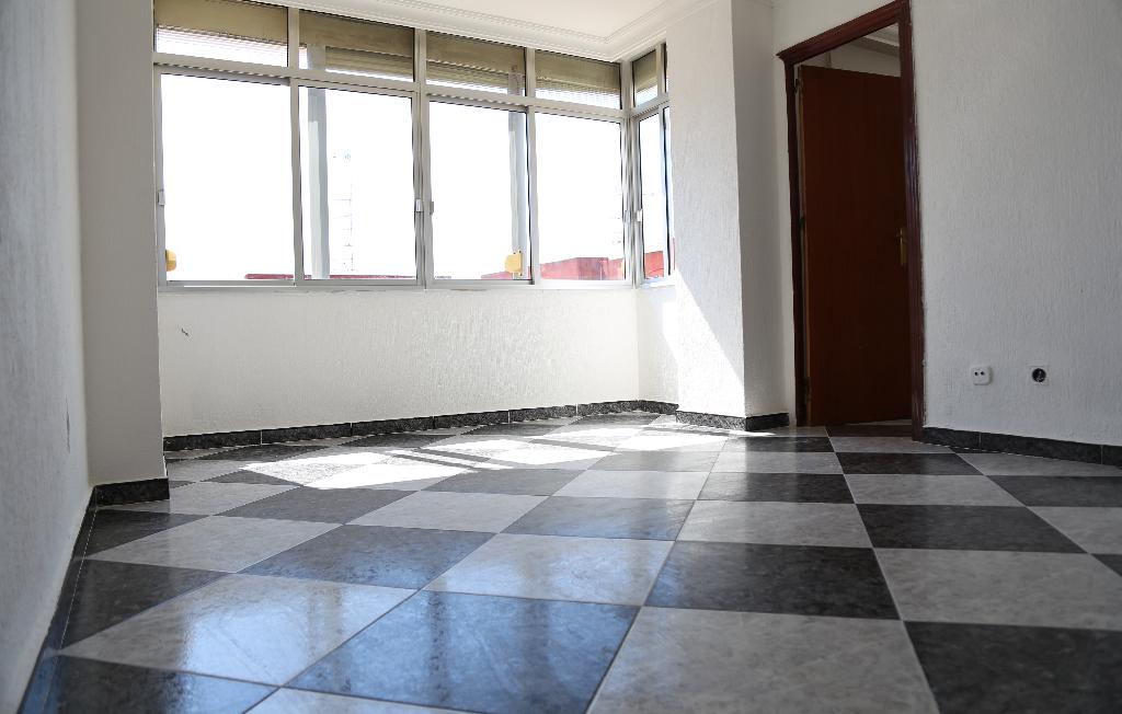 Piso en venta en Huelva, Huelva, Calle Alcala Galiano, 38.000 €, 3 habitaciones, 1 baño, 81 m2
