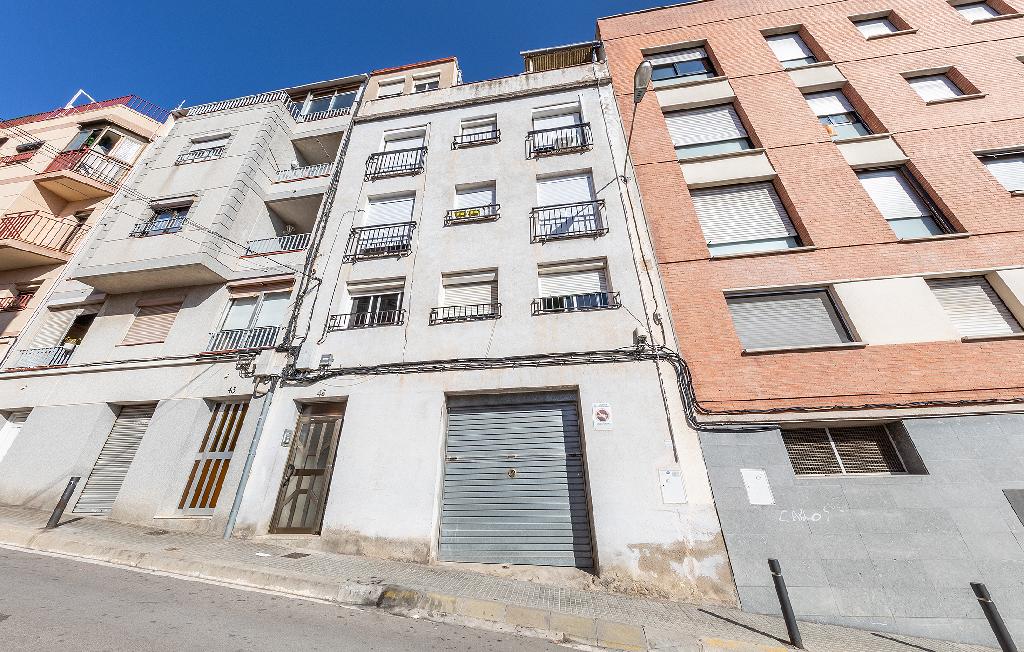 Piso en venta en Santa Coloma de Gramenet, Barcelona, Calle Genova, 128.500 €, 3 habitaciones, 1 baño, 67 m2