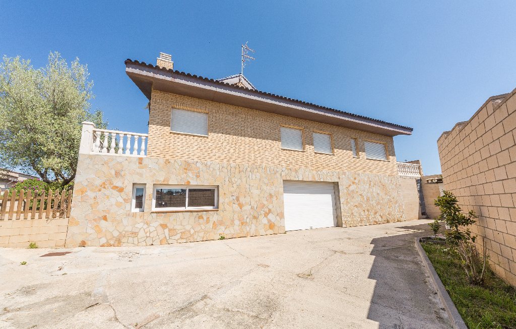 Casa en venta en Canyelles, Barcelona, Calle Fortuny, 550.000 €, 9 habitaciones, 5 baños, 683 m2