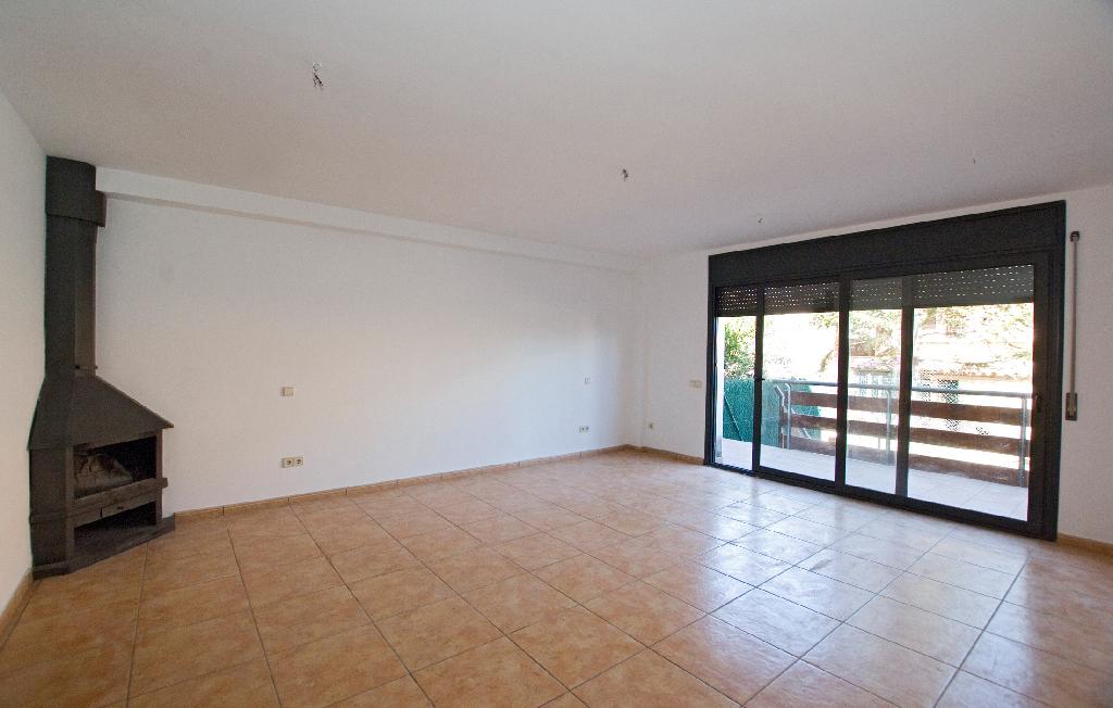 Casa en venta en Casserres, Barcelona, Avenida Montserrat, 175.000 €, 3 habitaciones, 3 baños, 182 m2