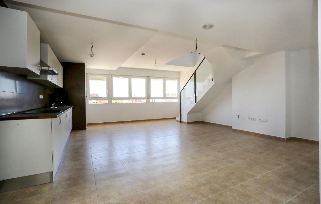 Piso en venta en Benicarló, Castellón, Calle Llauradors, 96.000 €, 3 habitaciones, 2 baños, 131 m2