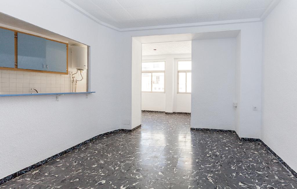 Piso en venta en Zona Alta, Alcoy/alcoi, Alicante, Calle Capella Navarro, 51.000 €, 5 habitaciones, 1 baño, 89 m2