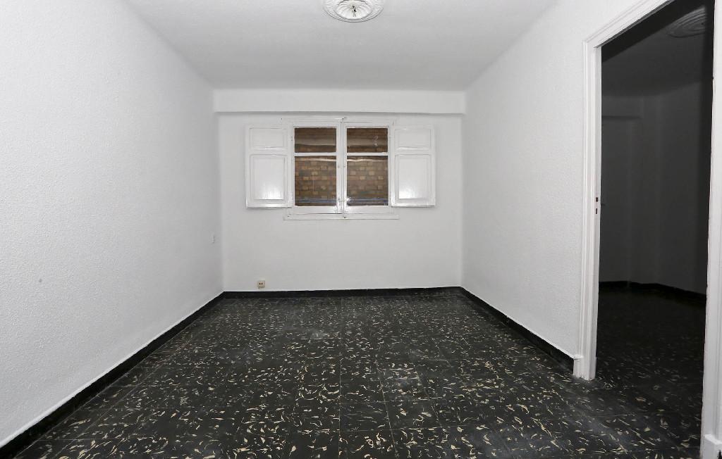 Piso en venta en Benicalap, Valencia, Valencia, Calle General Llorens, 71.500 €, 3 habitaciones, 1 baño, 74 m2