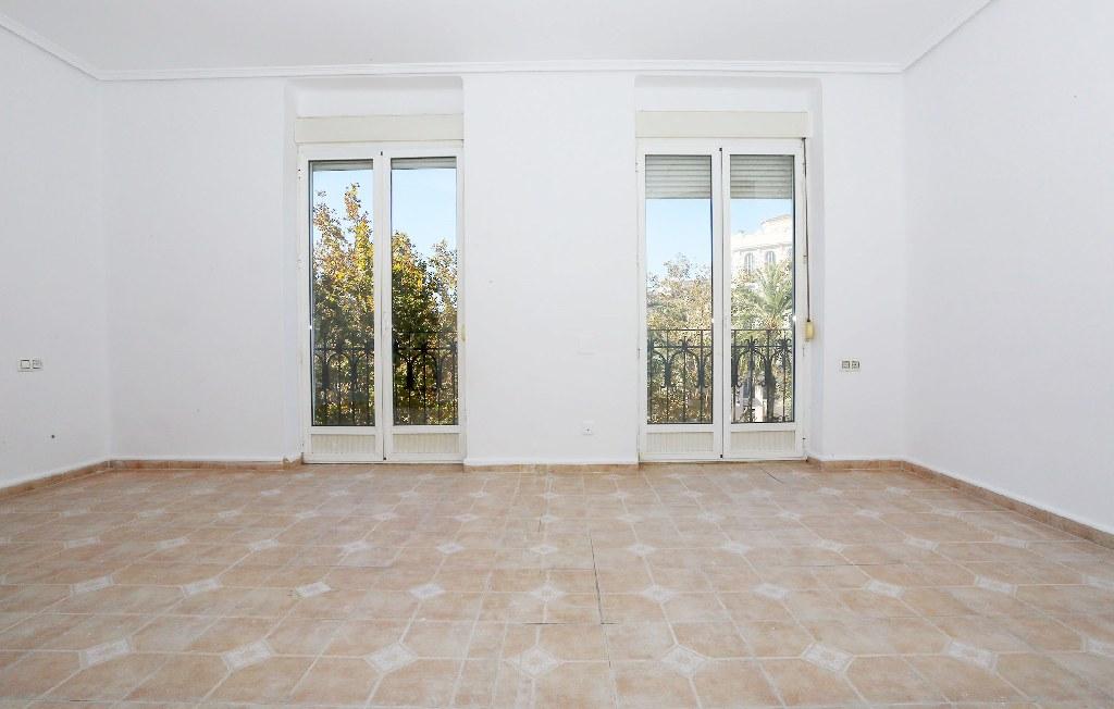 Piso en venta en Extramurs, Valencia, Valencia, Calle Gran Via Fernando El Catolico, 154.000 €, 2 habitaciones, 1 baño, 78 m2