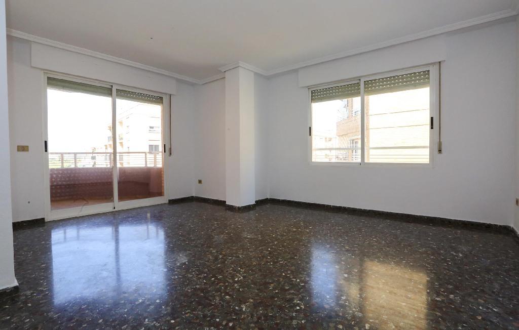 Piso en venta en Castellón de la Plana/castelló de la Plana, Castellón, Calle Mosen Lorenzo Cot, 106.000 €, 3 habitaciones, 2 baños, 114 m2
