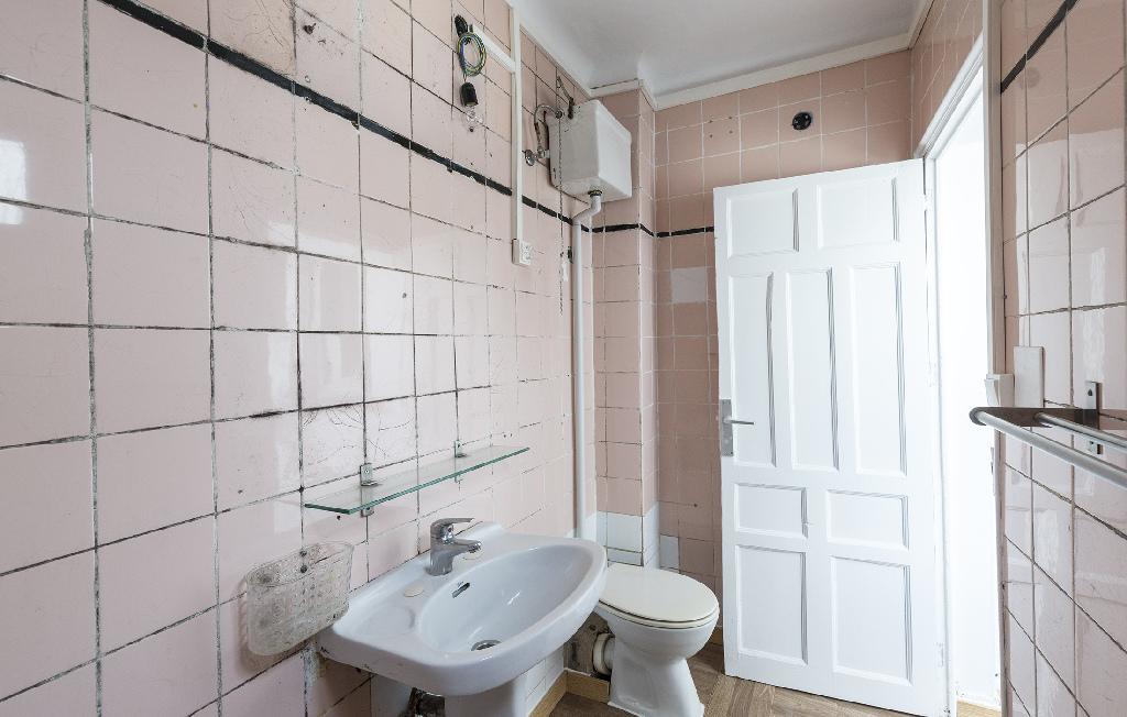 Piso en venta en Barcelona, Barcelona, Calle Cortada, 186.000 €, 3 habitaciones, 1 baño, 73 m2