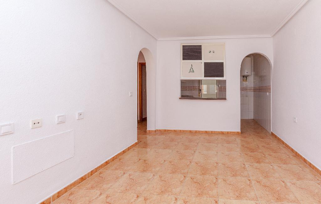 Piso en venta en Torrevieja, Alicante, Calle Manuel Balaguer Lopez, 75.000 €, 2 habitaciones, 1 baño, 54 m2