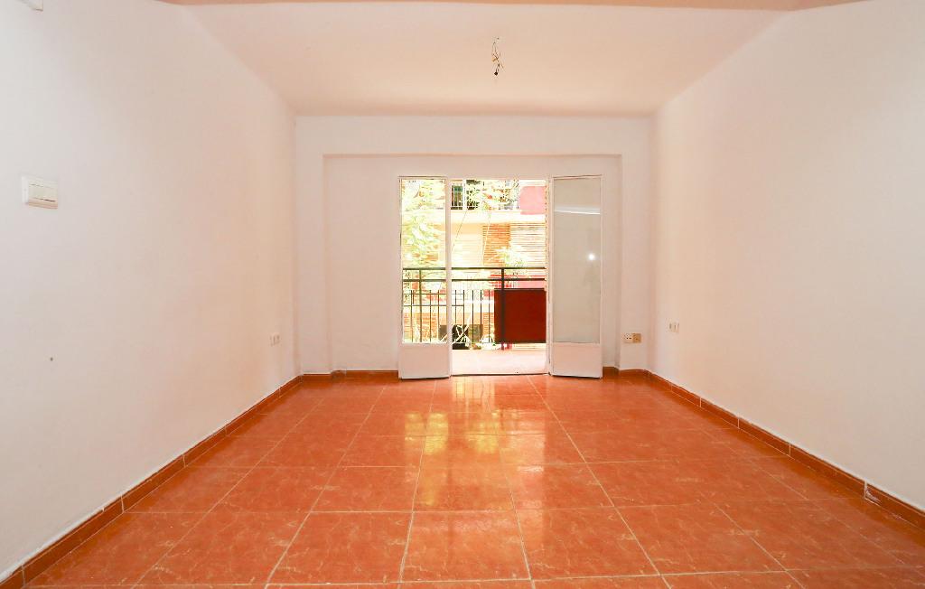 Piso en venta en Gandia, Valencia, Calle Pintor Joan de Joanes, 51.000 €, 3 habitaciones, 1 baño, 75 m2