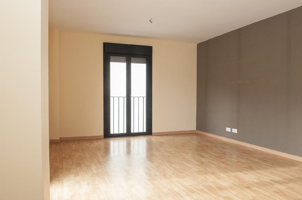 Piso en venta en Erro, Navarra, Calle Done Saturdi Karrika, 55.000 €, 2 habitaciones, 1 baño, 71 m2