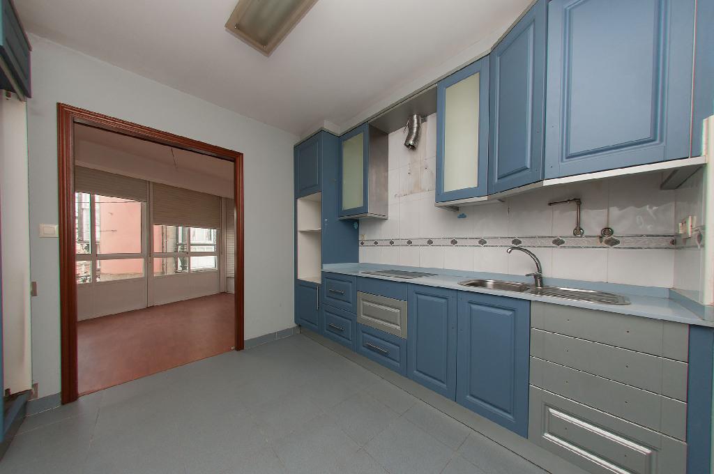 Piso en venta en Betanzos, A Coruña, Calle Travesa, 54.000 €, 2 habitaciones, 1 baño, 77 m2