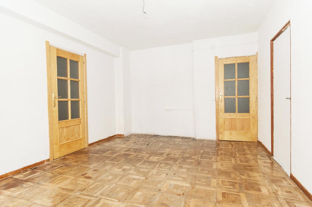 Piso en venta en Beriáin, Navarra, Calle Bosquecillo, 72.000 €, 3 habitaciones, 1 baño, 92 m2