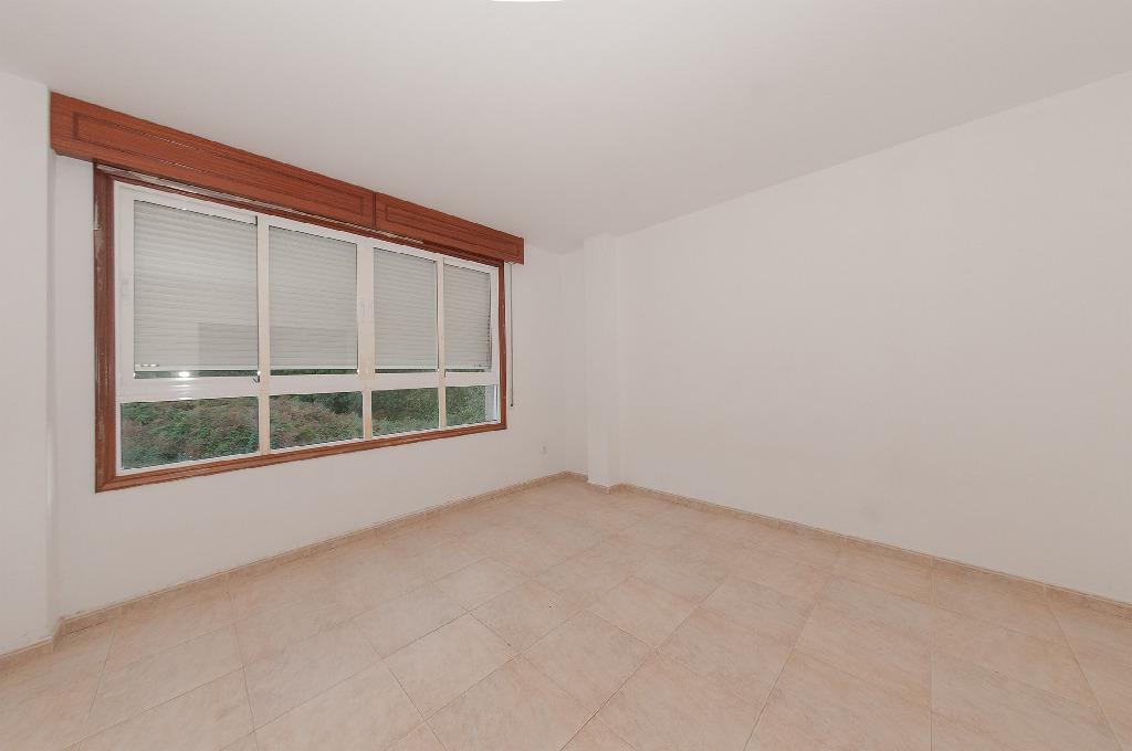 Piso en venta en Piso en Gondomar, Pontevedra, 140.000 €, 3 habitaciones, 1 baño, 172 m2
