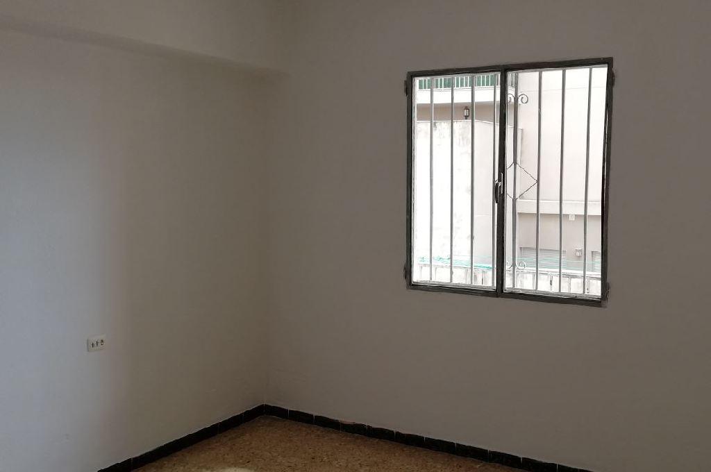 Piso en venta en Piso en Benicarló, Castellón, 70.000 €, 4 habitaciones, 1 baño, 119 m2