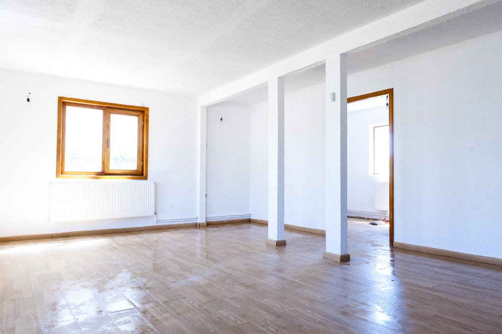 Casa en venta en Herradón de Pinares, Ávila, Calle Tunel, 62.000 €, 3 habitaciones, 3 baños, 112 m2