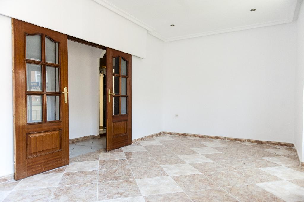 Piso en venta en Ávila, Ávila, Avenida Inmaculada, 40.000 €, 3 habitaciones, 2 baños, 75 m2