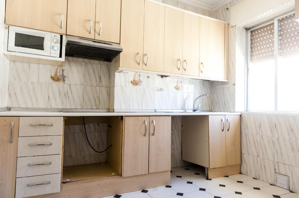 Piso en venta en Ávila, Ávila, Avenida Inmaculada, 29.000 €, 3 habitaciones, 2 baños, 75 m2