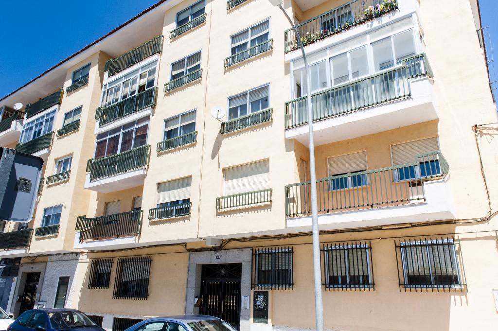 Piso en venta en Ávila, Ávila, Avenida Nuestra Señora de Sonsoles, 65.000 €, 3 habitaciones, 2 baños, 100 m2