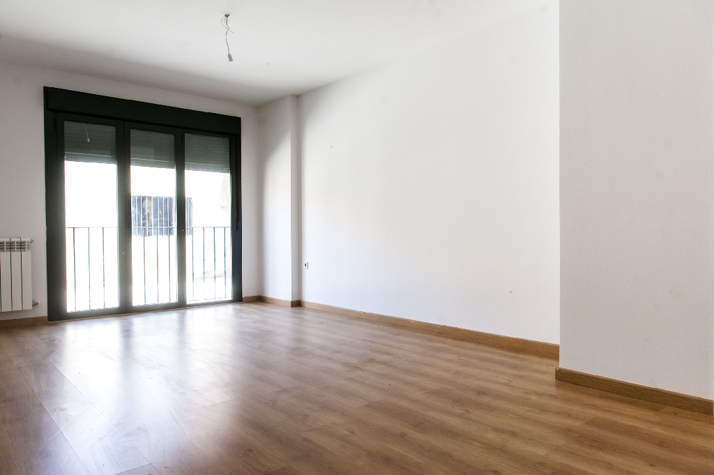Piso en venta en Bernuy de Porreros, Segovia, Calle Enriqueta Peigneaux, 53.000 €, 3 habitaciones, 2 baños, 116 m2