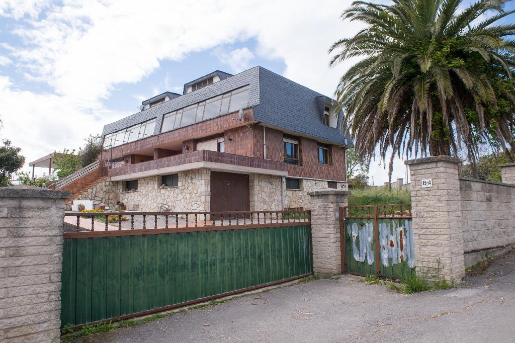 Casa en venta en Santa Cruz de Bezana, Cantabria, Avenida Fernando Saiz, 398.000 €, 5 habitaciones, 1 baño, 254 m2