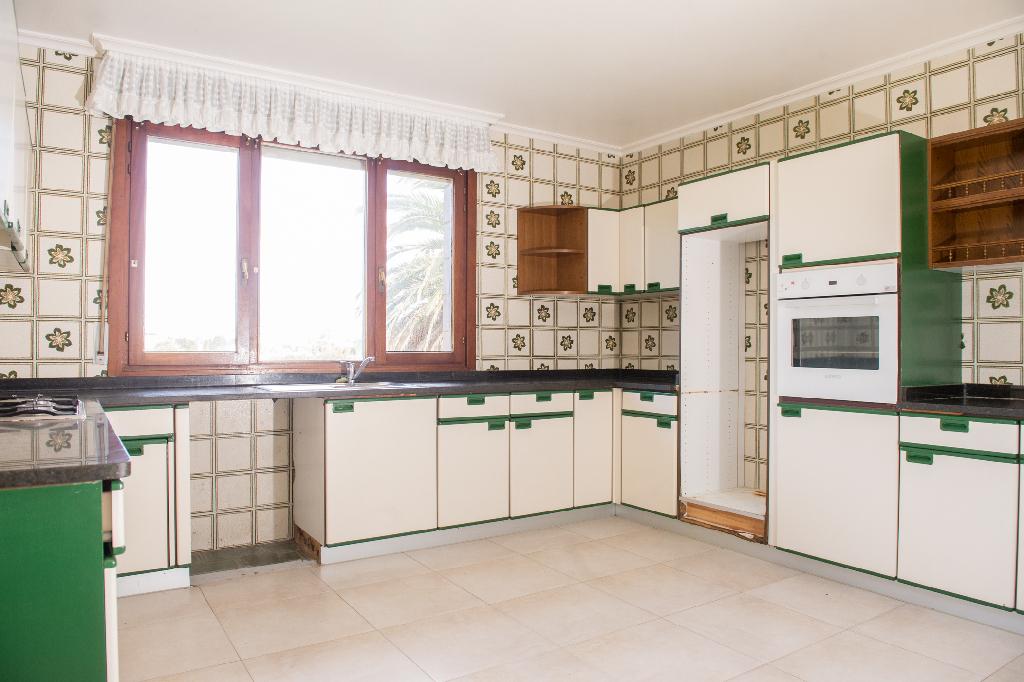 Casa en venta en Santa Cruz de Bezana, Cantabria, Avenida Fernando Saiz, 398.000 €, 5 habitaciones, 1 baño, 253 m2