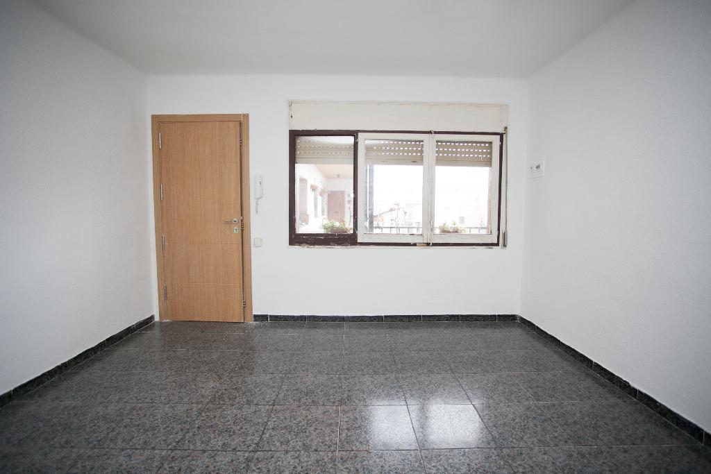 Piso en venta en Tarragona, Tarragona, Calle Prades, 42.000 €, 2 habitaciones, 1 baño, 73 m2