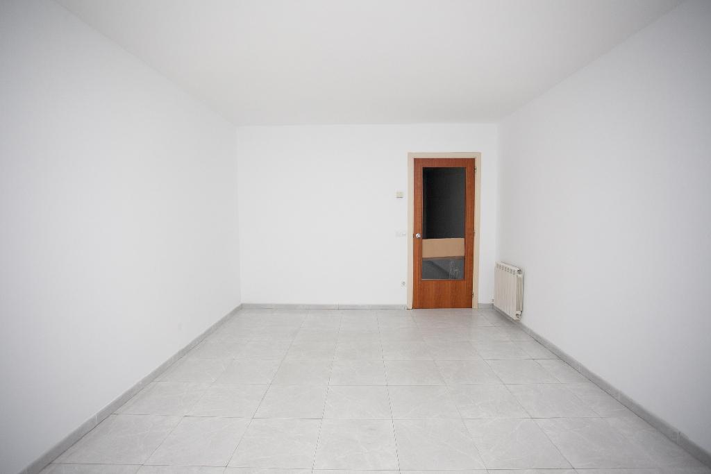 Piso en venta en Salt, Girona, Plaza Catalunya, 82.500 €, 3 habitaciones, 2 baños, 85 m2