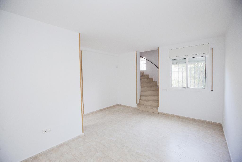 Casa en venta en Mont-roig del Camp, Tarragona, Avenida del Til Lers, 105.000 €, 3 habitaciones, 2 baños, 84 m2