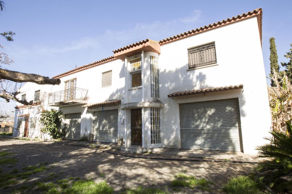 Casa en venta en Reus, Tarragona, Calle Arderiu de Clementina, 350.000 €, 4 habitaciones, 2 baños, 352 m2