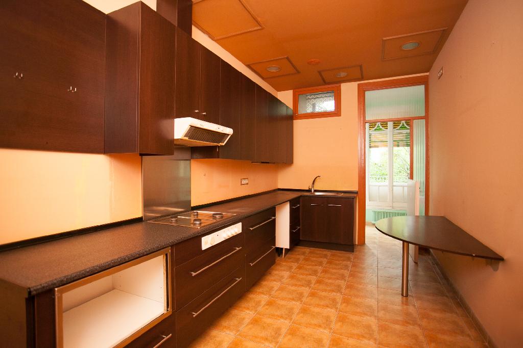 Piso en venta en Manresa, Barcelona, Calle Hospital, 95.000 €, 2 habitaciones, 2 baños, 158 m2