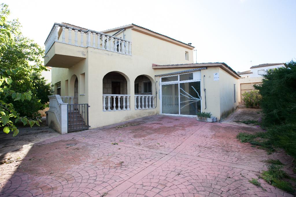 Casa en venta en La Bisbal del Penedès, Tarragona, Calle Pelica, 176.000 €, 6 habitaciones, 3 baños, 227 m2