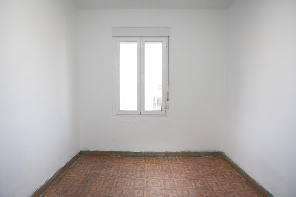 Piso en venta en León, León, Calle Rio Tuerto, 31.000 €, 2 habitaciones, 1 baño, 60 m2