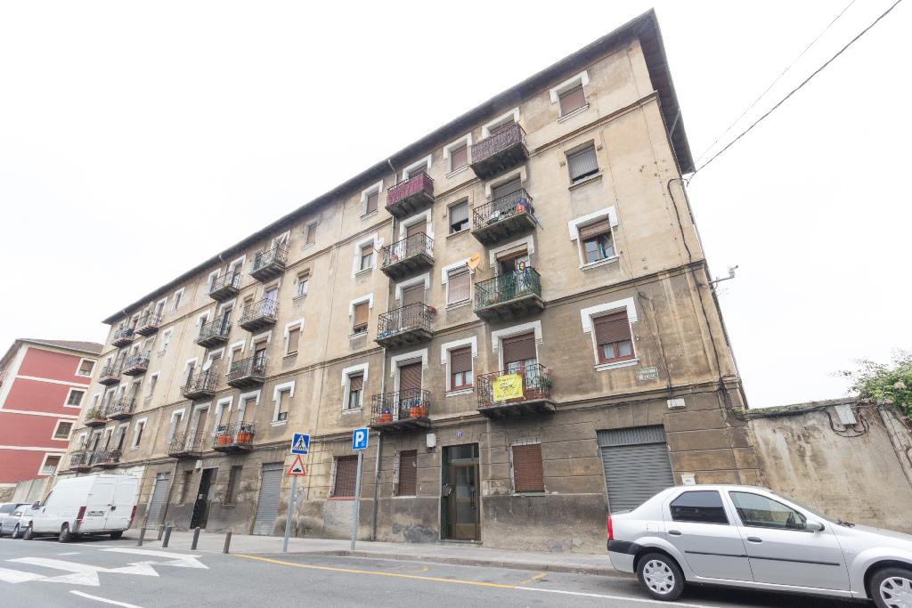 Piso en venta en Basauri, Vizcaya, Calle Larrazabal, 45.000 €, 1 habitación, 1 baño, 39 m2